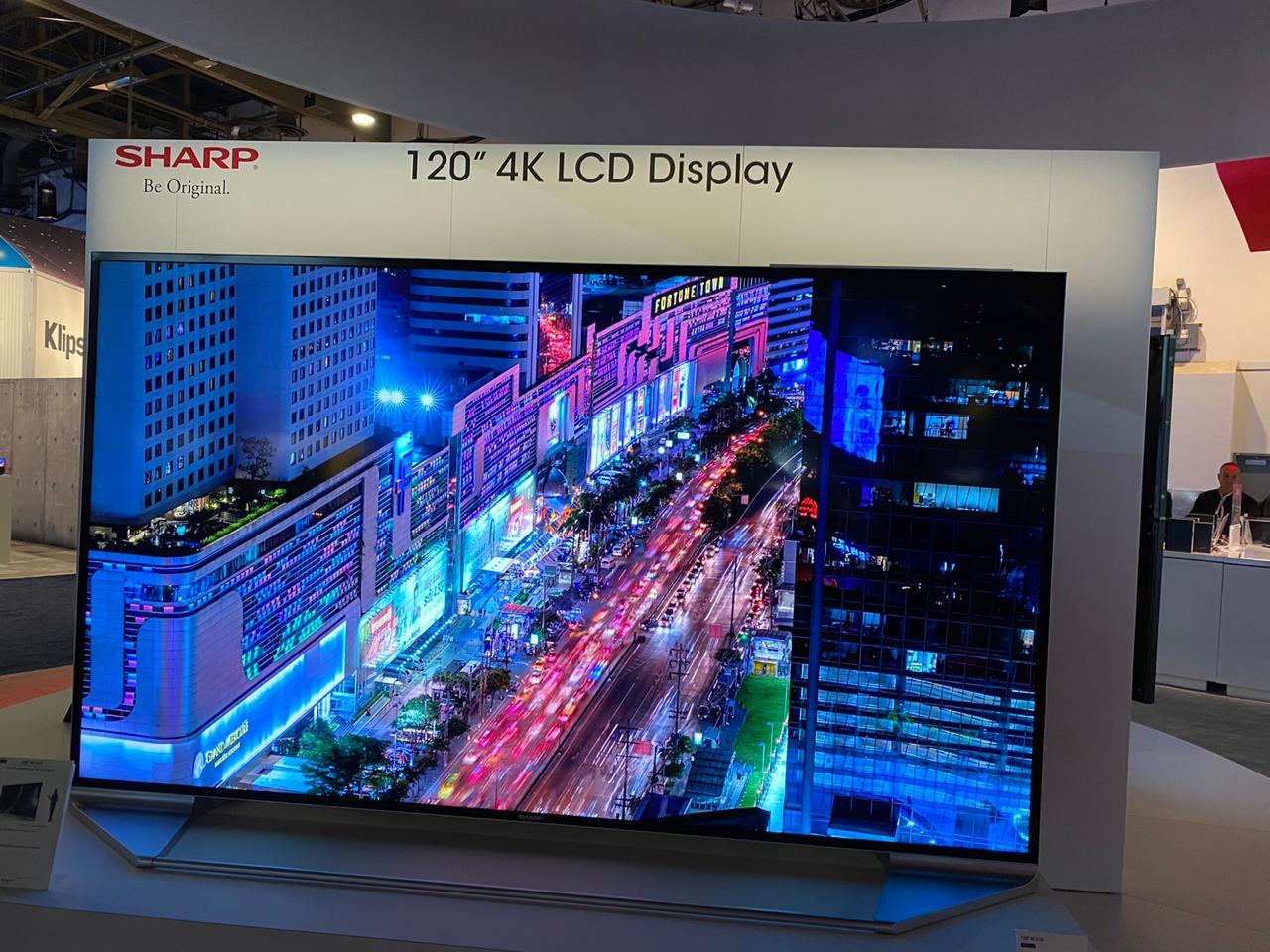 TV/Monitor de 120 polegadas Sharp